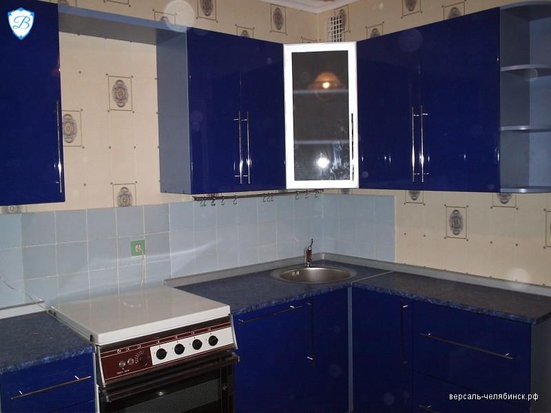 Темно-синяя кухня